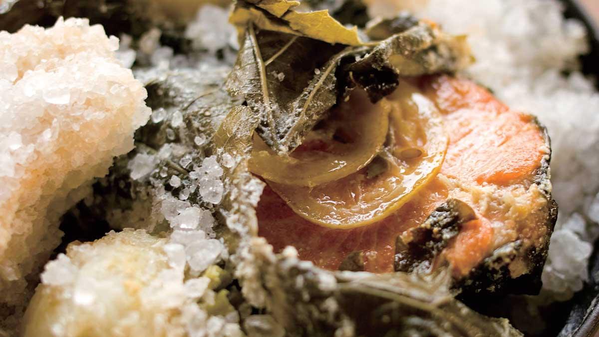 鮭の岩塩焼き