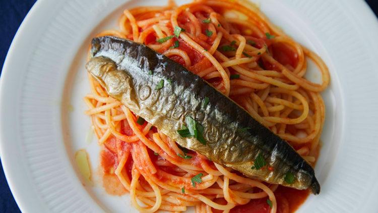 秋刀魚とトマトソースのベルミッチェリ