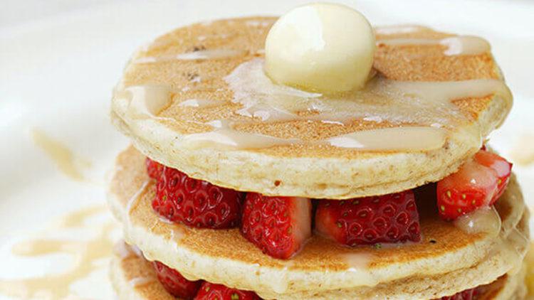 苺とミルクジャムのパンケーキ