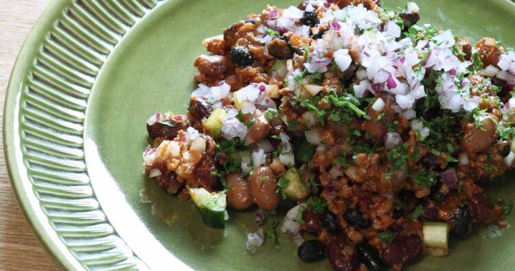 チリコンカルネのスパイシーサラダ